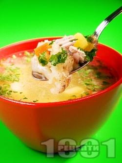 Бистра домашна супа от пиле, карфиол, лук, чесън и целина без застройка - снимка на рецептата